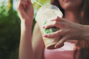 Basic Mom - Starbucks